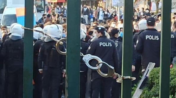 AKP Üniversiteye Kelepçe Vurdu