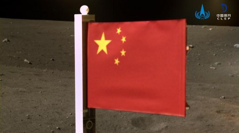 Ay'a Çin Bayrağı