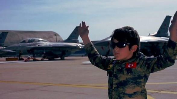 Çocuklara Militarizm Sevgisi