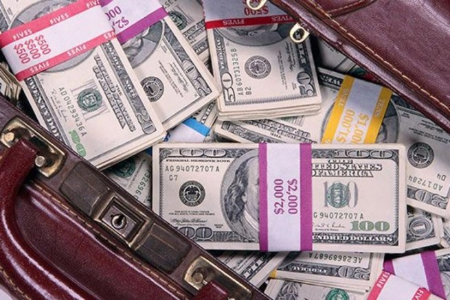 Dolarları Yurt Dışına Kaçırıyorlar