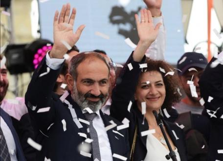 Ermenistan'daki Seçimi Paşinyan Kazandı