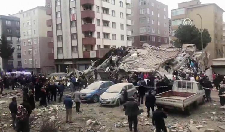 Kartalda Bina Çöktü