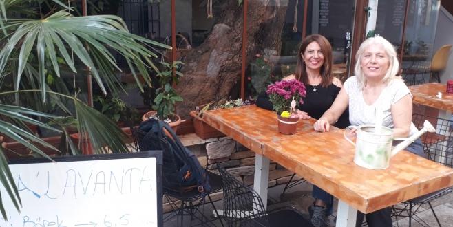 Kartalda Kadın Eli Değmiş Bir Cafe: A'Lavanta