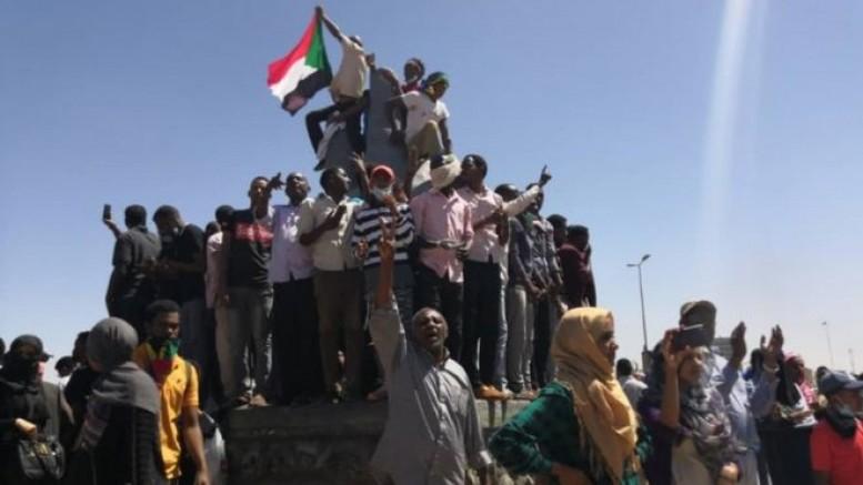 Sudan Diktatörü Zor Durumda