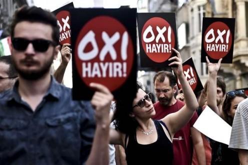 Yunan Halkı Tehditlere Boyun Eğmedi